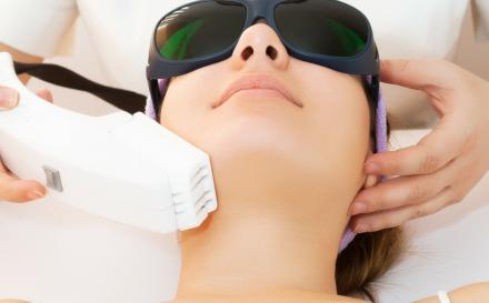 Fotoodmładzanie skóry – na czym polega i jakich efektów oczekiwać?