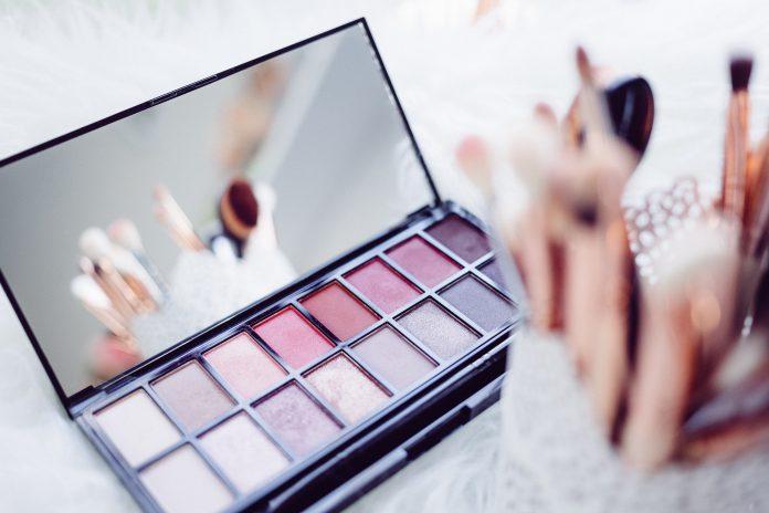 Czy należy zrezygnować z makijażu?