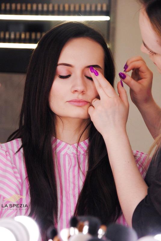 Makijaż na wiosnę - poznaj najgorętsze trendy!