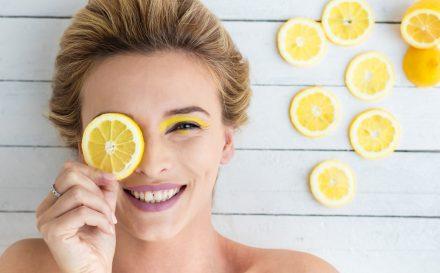 Kwasy owocowe na twarz – jakie przynoszą efekty?