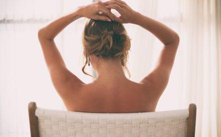Czym jest Body Wrapping (foliowanie ciała) i jak wykonać go w domu?