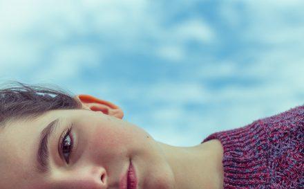 Jak leczyć trądzik młodzieńczy? Najlepsze sposoby na pozbycie się niechcianych krostek!