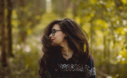 Najlepsza i najbezpieczniejsza metoda kanapkowa na przedłużanie włosów. Sprawdź, na czym polega i poznaj opinie innych kobiet!