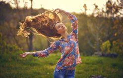 Sprawdzone sposoby na samodzielne zwiększenie objętości włosów