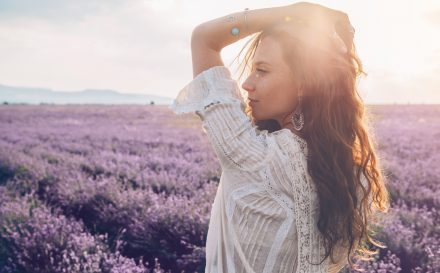 Sprawdzone sposoby na rozdwojone końcówki włosów – regeneracja i pielęgnacja