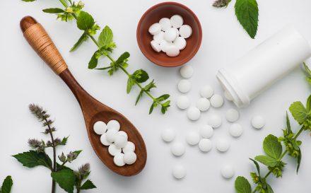 Sprawdzone przepisy na maseczkę aspirynową – skuteczne działanie na przebarwienia, zaskórniki, pryszcze