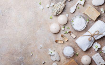 Peeling – właściwości i rodzaje zabiegów odmładzających