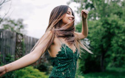 Keratynowe prostowanie włosów, najlepszy zabieg regenerujący zniszczone włosy. Co warto o nim wiedzieć?
