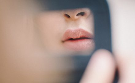 Jakie efekty daje powiększanie ust kwasem hialuronowym? Sprawdź, zanim poddasz się zabiegowi