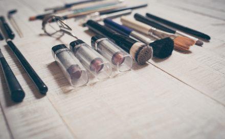 Jak wykonać makijaż krok po kroku? Zobacz, w czym tkwi sztuka malowania