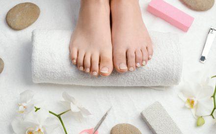 Pedicure kwasowy – skuteczny przepis na miękkie i gładkie stopy