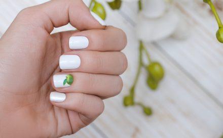 Chcesz wzmocnić paznokcie? Postaw na niezawodny kosmetyk, jakim jest utwardzacz do paznokci!