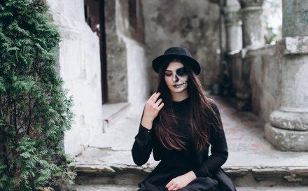 Jak zrobić makijaż na Halloween? Poradnik dotyczący wykonania demonicznego makijażu