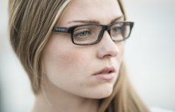 Problematyczny wąsik, czyli jak powinna wyglądać depilacja twarzy? Poznaj najlepsze metody na usuwanie wąsika!