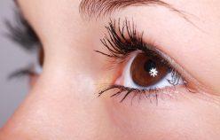 Na czym polega makijaż permanentny rzęs? Podpowiadamy, jak wygląda zabieg