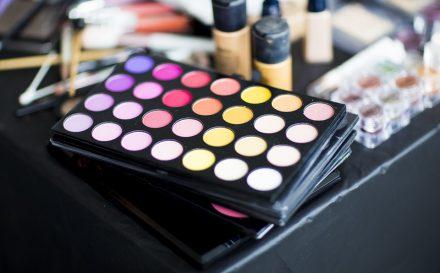 Jak powinien wyglądać makijaż do zdjęć? Na co zwrócić uwagę wykonując tego typu make – up?