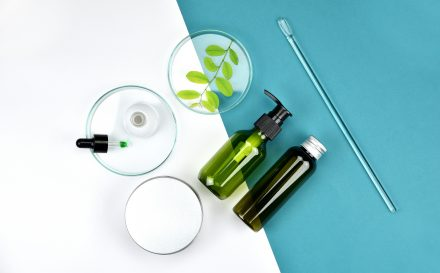 Aceton kosmetyczny – zdradzamy szczegóły na temat zastosowania, szkodliwości oraz właściwości tego rozpuszczalnika