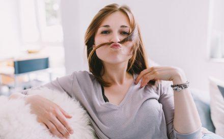 Domowa odżywka do włosów – jak samodzielnie wykonać prosty i naturalny kosmetyk?