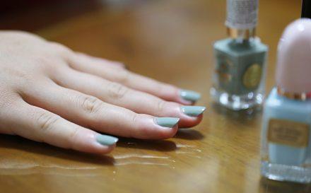 Kompleksowy, domowy manicure krok po kroku. Jak zrobić manicure klasyczny?