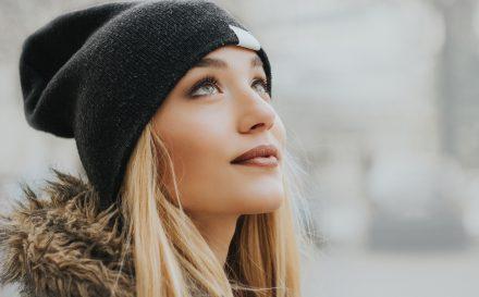 Pielęgnacja cery wrażliwej – jak odpowiednio dbać o delikatną skórę twarzy?