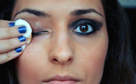 Jak działa rękawica do demakijażu? Czy skutecznie usuwa makijaż?