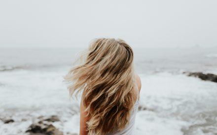 Refleksy na włosach: jak je zrobić?