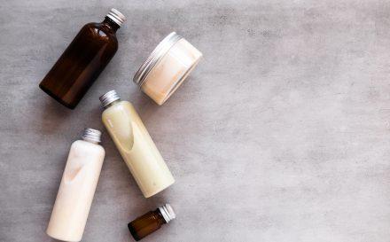 Zdradzamy, jak działa szampon miceralny! Podpowiemy, jak wybrać najlepszy szampon oczyszczający!