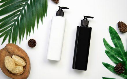 Czy wiesz jak stosować serum odżywcze do twarzy i kiedy nakładać krem? Sprawdź kolejność aplikacji kosmetyków