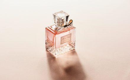 Perfumy nuty zapachowe o magicznej mocy. Czy wiesz, jak wybierać perfumy?