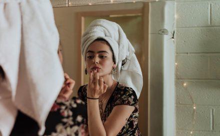 Naturalny peeling enzymatyczny do twarzy – jak przygotować go w domu?