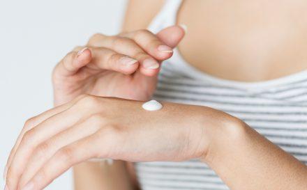 Naturalne oczyszczanie twarzy – domowe sposoby na czystą cerę