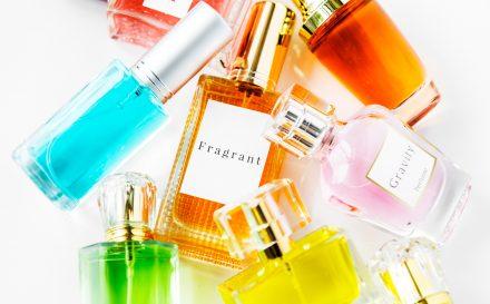 Najlepszy przewodnik, który pozwoli Ci dobrać idealne perfumy. Sprawdź, jak zapachy perfum wpływają na nasze samopoczucie