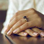 Profesjonalne zabiegi pozwalające zlikwidować przebarwienia na dłoniach i skutecznie je odmłodzić