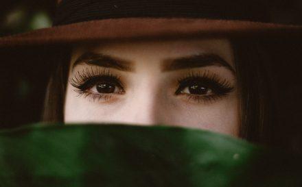 Zagęszczanie i przedłużanie rzęs – metody, o których powinna wiedzieć każda zainteresowana tym zabiegiem kobieta!