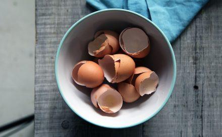 Skorupki z jajek zastosowanie, o których nie miałaś pojęcia! Zdradzamy, jakie właściwości kryją się w skorupkach jaj