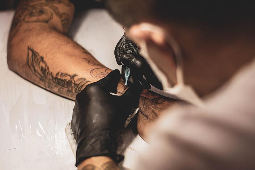 Czego nie robić przed wykonaniem tatuażu