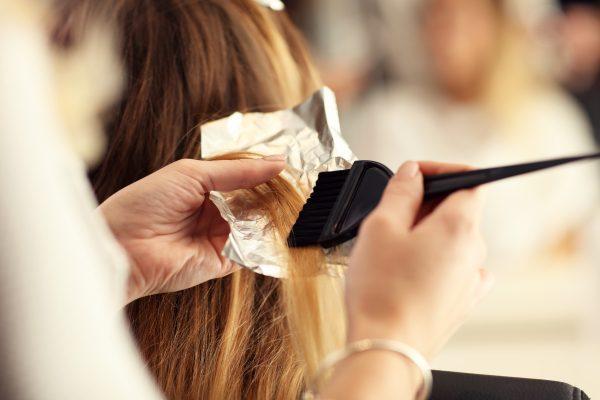 Rozjaśnianie włosów w domowym zaciszu