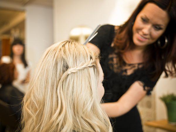Rozjaśnianie włosów w domu czy u fryzjera?