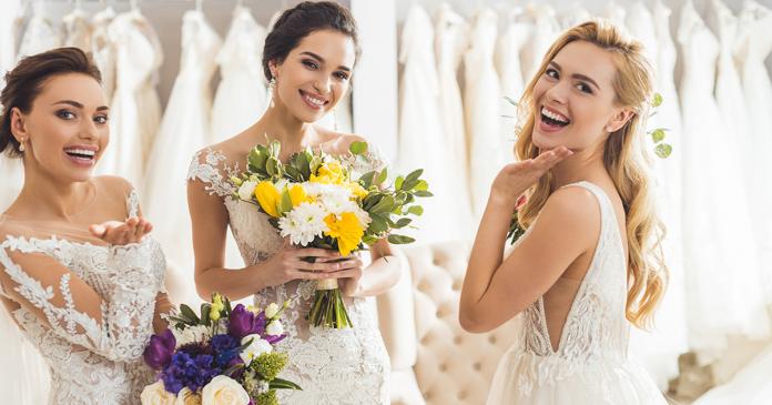 Panny młode w salonie sukien ślubnych.