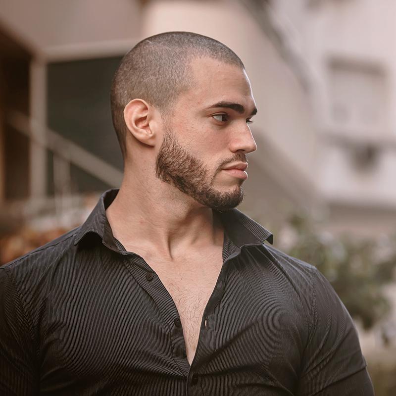Modne fryzury męskie na lato 2021: buzz cut