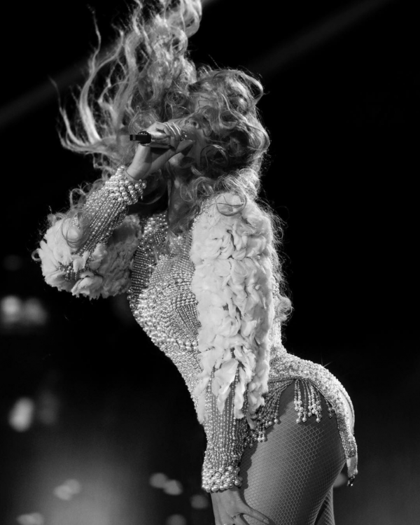 Beyonce flips her gorgeous hair.