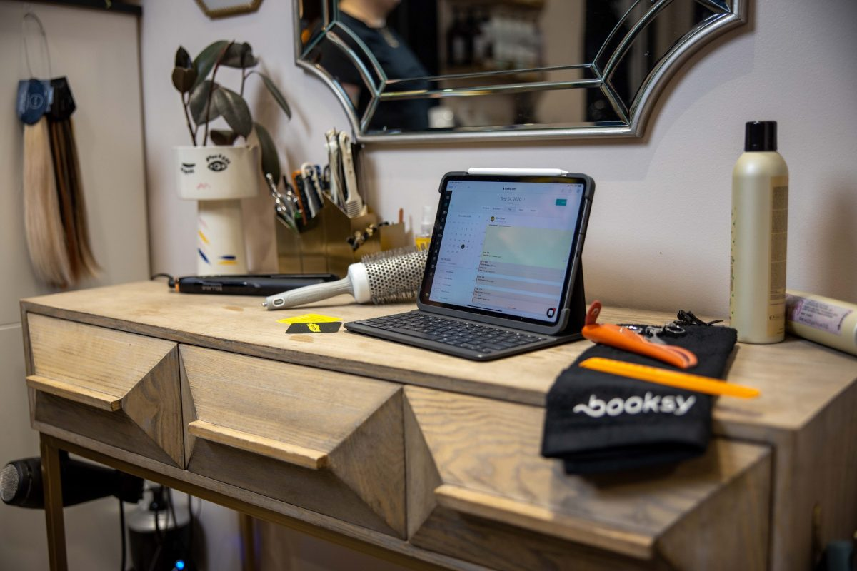 Booksy laptop Self-Made