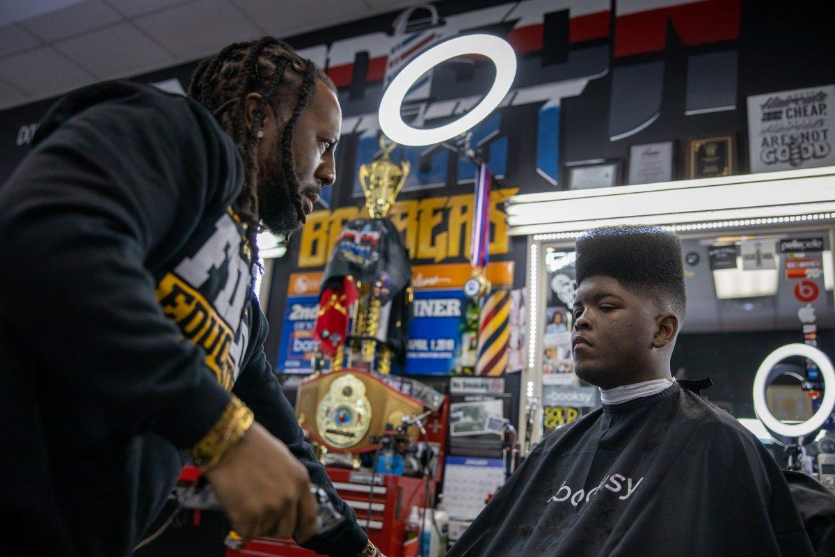 Barber-Nas-cutting-hair