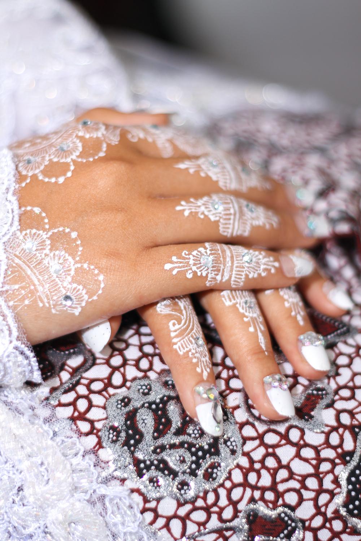 White nails bridal manicure inspiration.