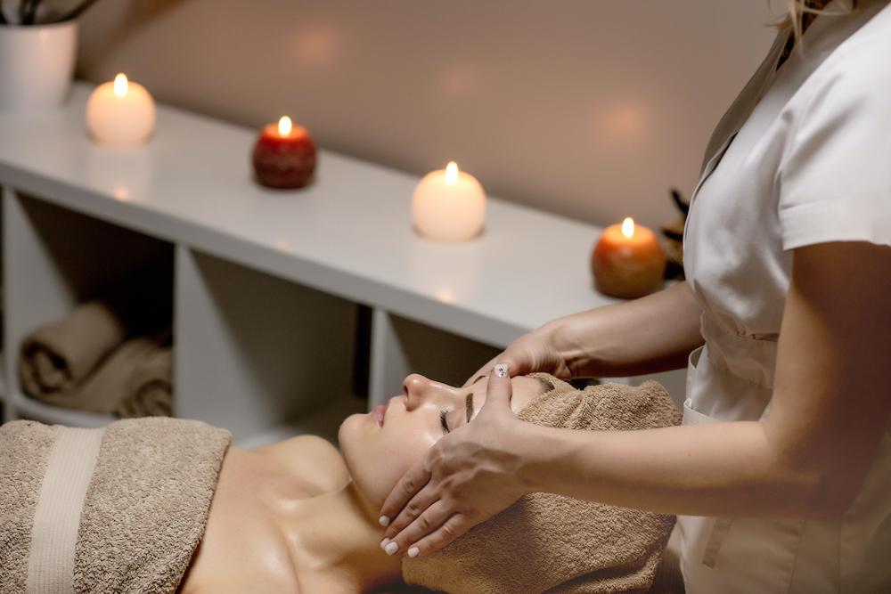 A woman getting an aromatherapy massage.