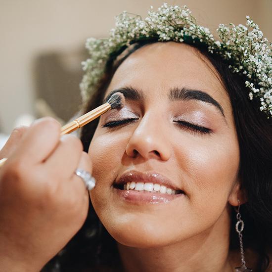 Example of a dewy & shimmery eyeshadow look.