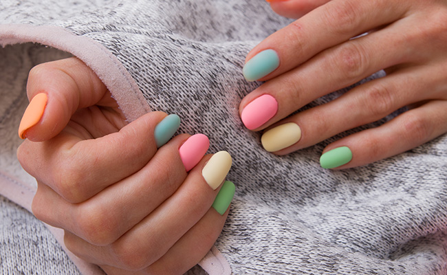 An example of the 2021 nail trend of colorful nails.