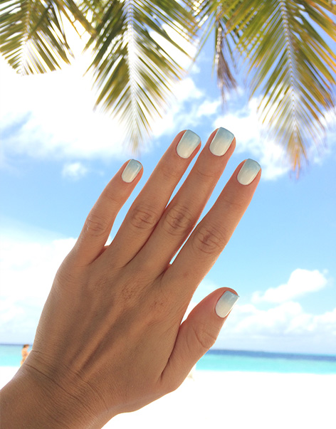 A sunny example of two-toned ombre nails.