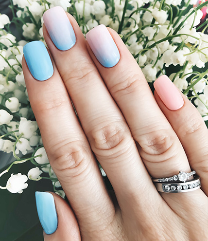 An example of two-toned ombre nails.